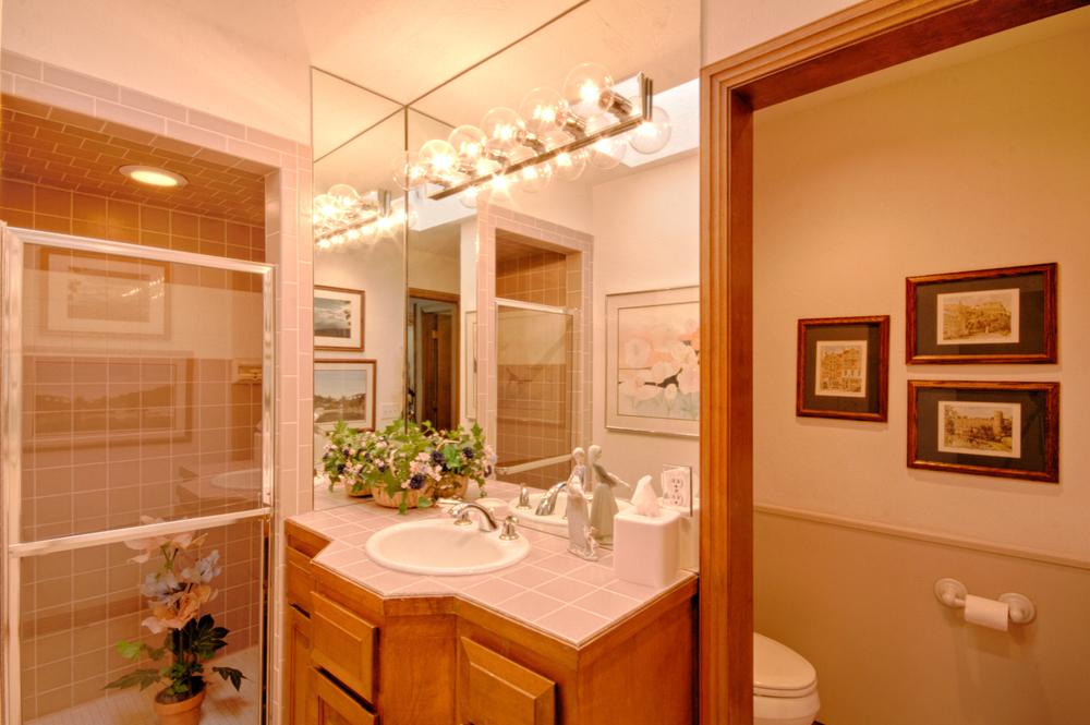 014_Hall Bath A.jpg
