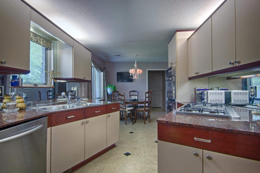 013 Kitchen (b).jpg