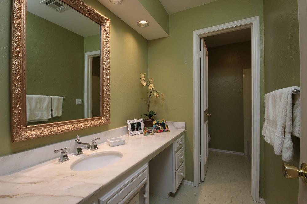 027 Bath 2.jpg