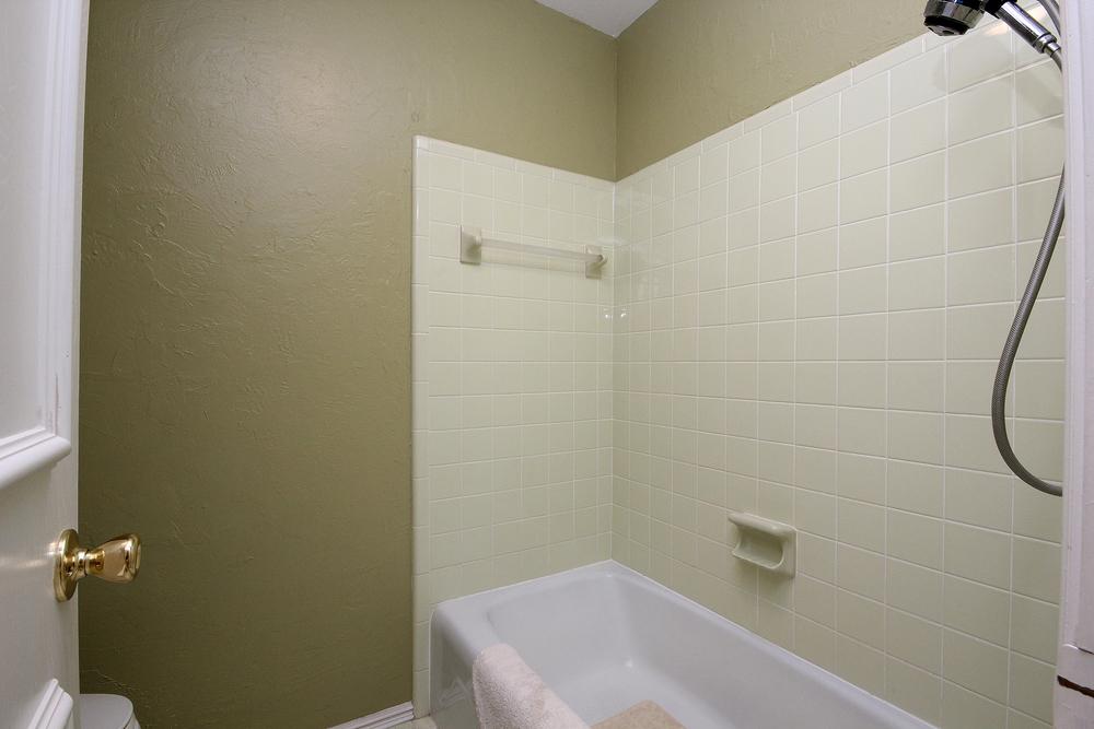 028 Bath 2(b).jpg