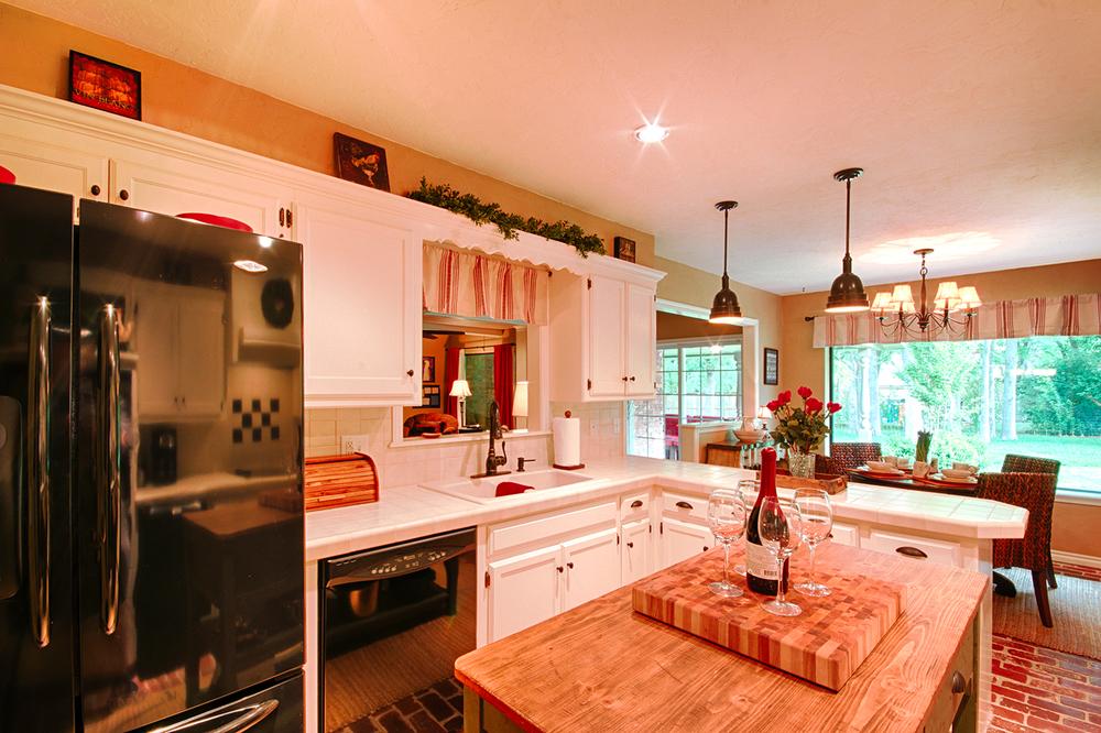 004_Kitchen image 2.jpg
