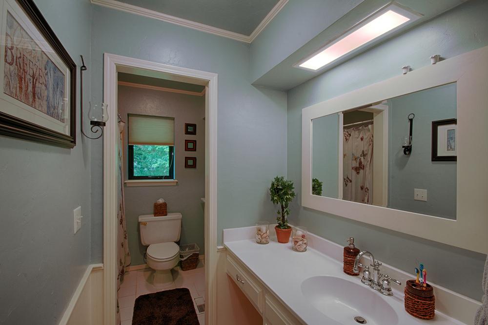 018_Hall Bathroom.jpg