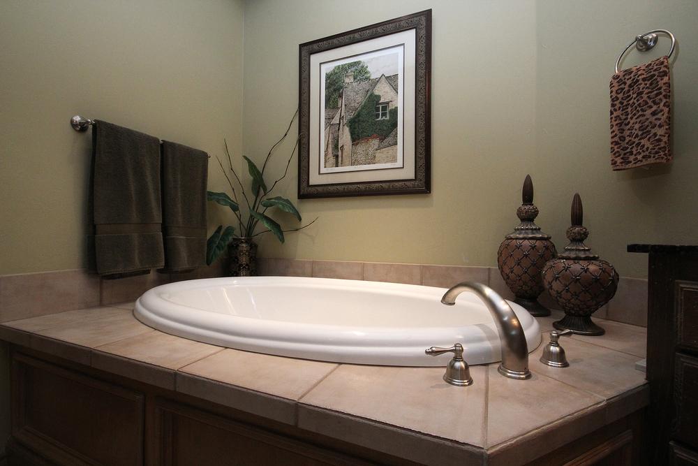 020_Master Bath (b).jpg