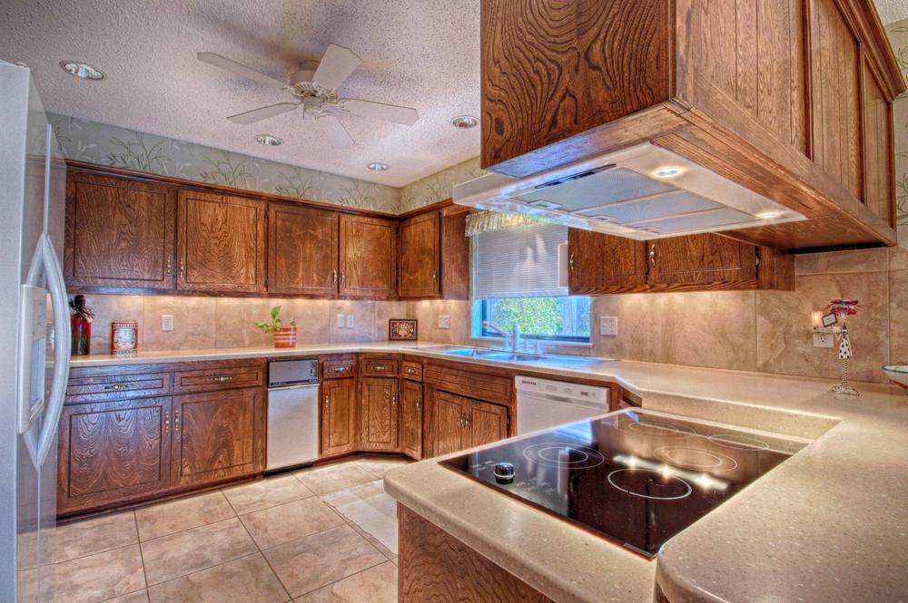010_Kitchen (b).jpg