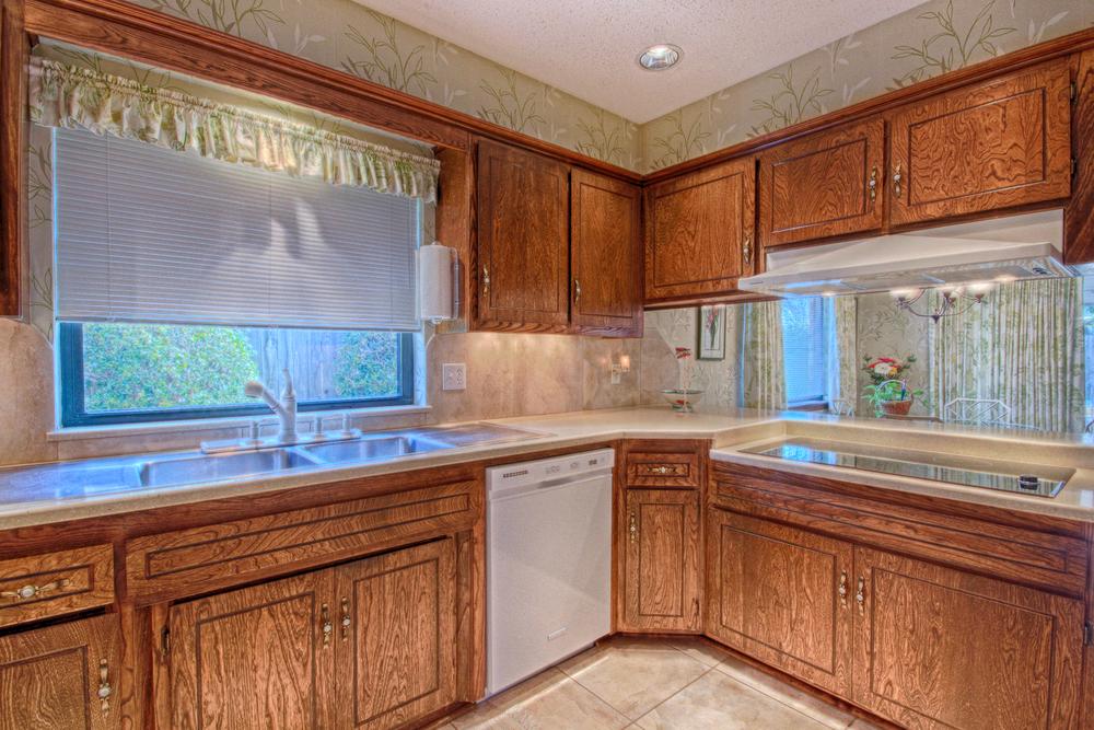 011_Kitchen (c).jpg