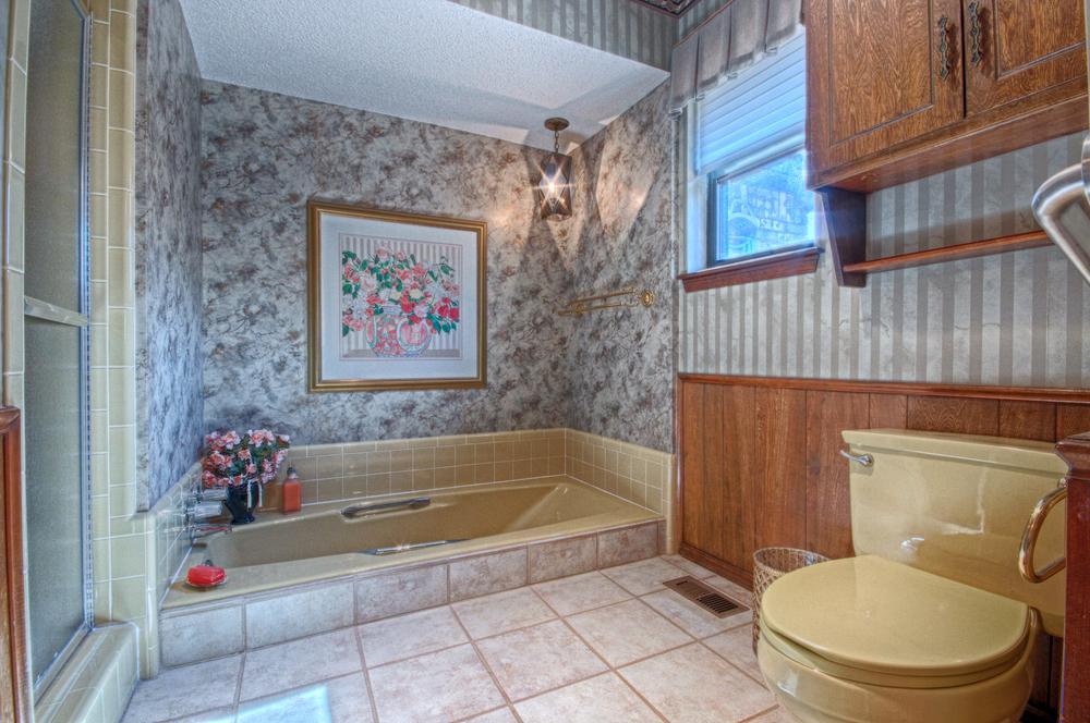 018_Master Bath (c).jpg