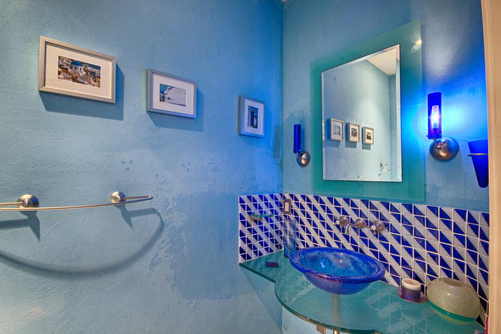 011Half Bath.jpg
