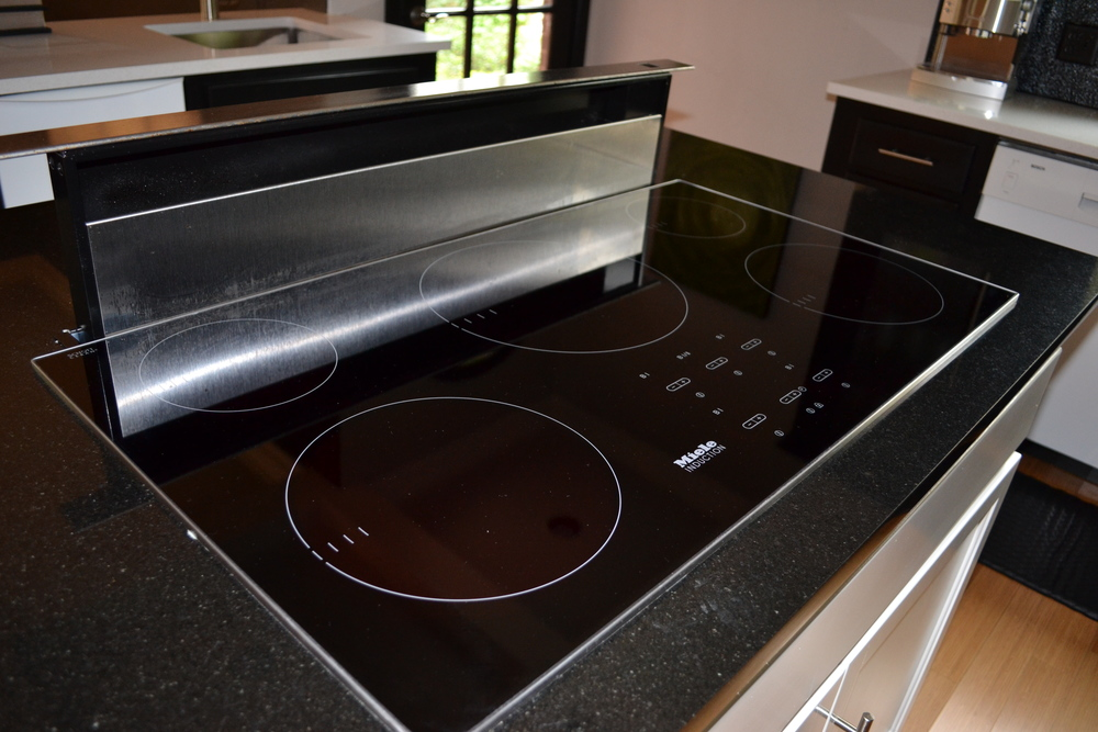 008 Kitchen-Glasstop Range.JPG