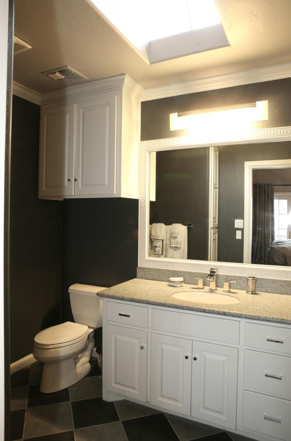015 Upstairs Bath-Gray.jpg