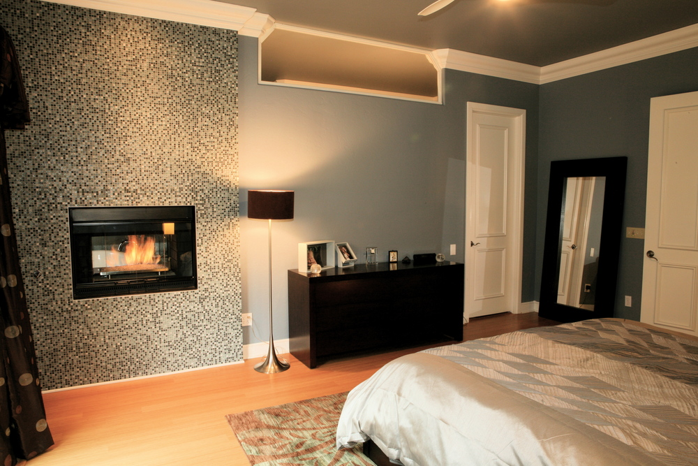 019 Master Bed-Fireplace.jpg