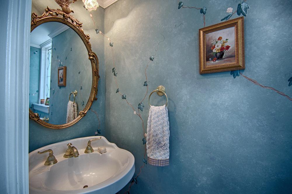 015_Half Bath.jpg