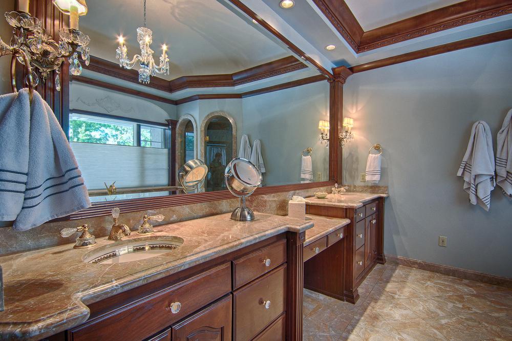021_Master Bath (b).jpg