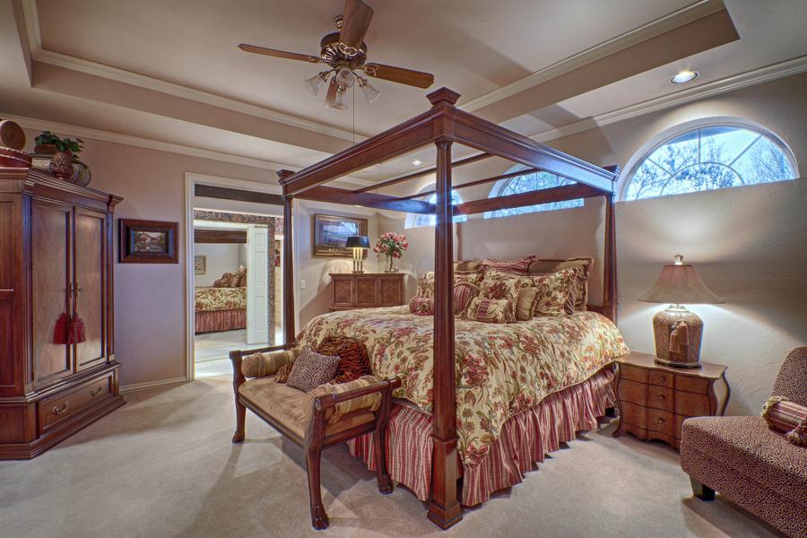 016_Master Bed.jpg
