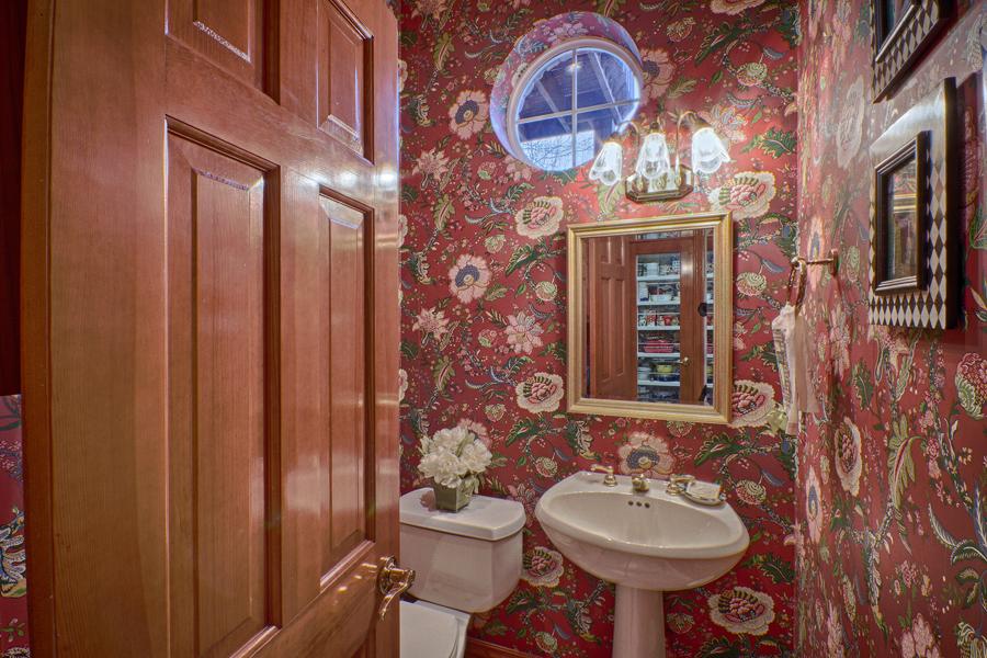 021_Half Bath.jpg