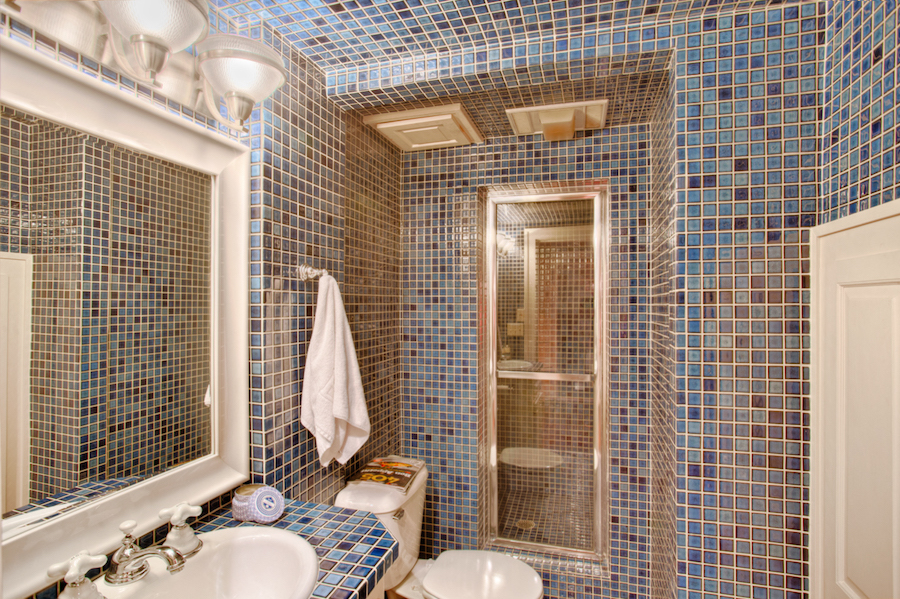 030_Guest Bath.jpg