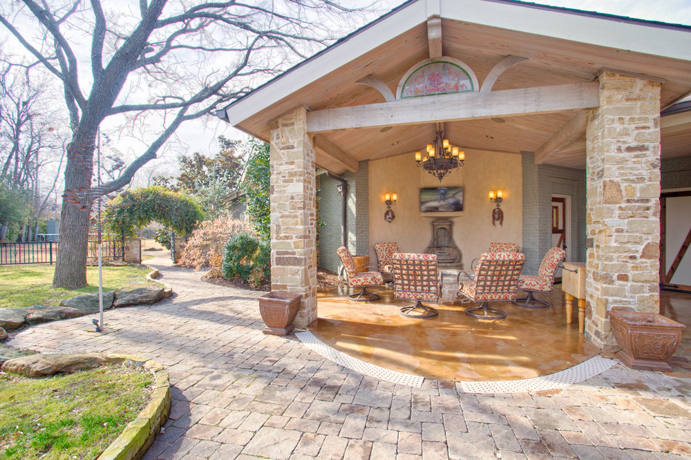 2nd outdoor living with fire pit.jpg