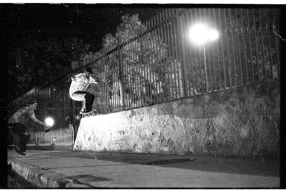 Steve Brandi slappy front 50 up and across. Photo Gama