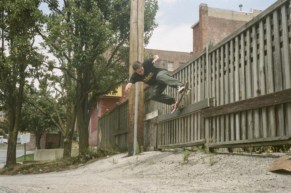 Chris Teta: Backside 5-0 / Photo: Stewart