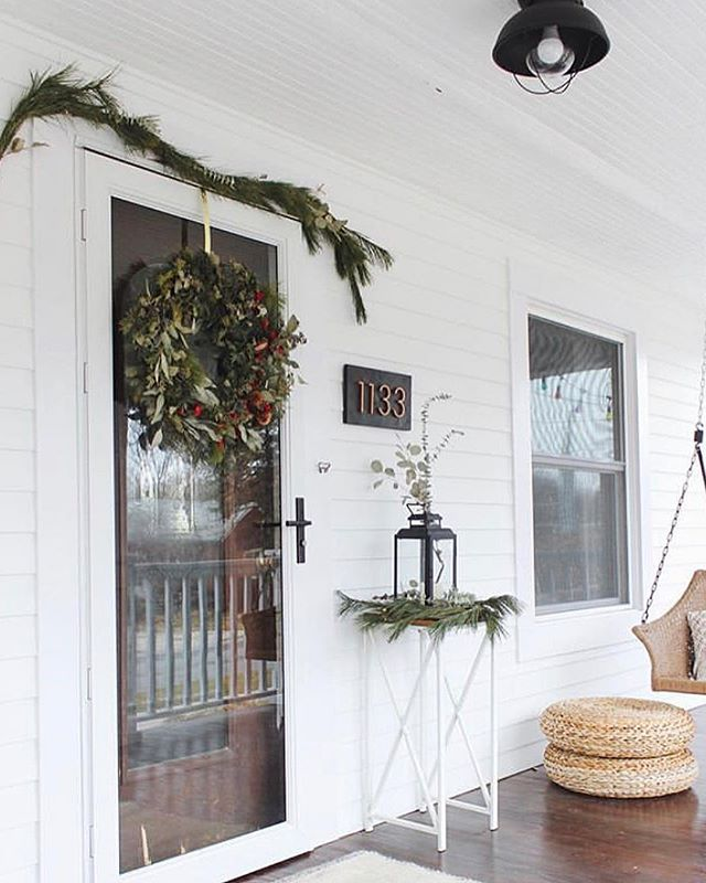 It's a brand new year     but had to share a little more of the holidays, because look at how beautiful the holiday porch decoration (and porch) is of @katnizzi! Complete with the custom, partially foraged wreath I made for her ✨ Basically, from the fall until the new year has been packed, but I'm looking forward to having the time to go through all the pictures I have to share soon. The slight slow down is much appreciated at this time of year. . . . . . . . . . . . . #sweetthornflora #florist #floraldesigner #floraldesign #flashesofdelight #thatsdarling #holidayflowers #dsfloral #christmaswreath #dscolor #dstexture #prettyporch #holidaywreath #pine #seededeucalyptus #flora #foragedflora #greenandred #floral_perfection #flowermagic