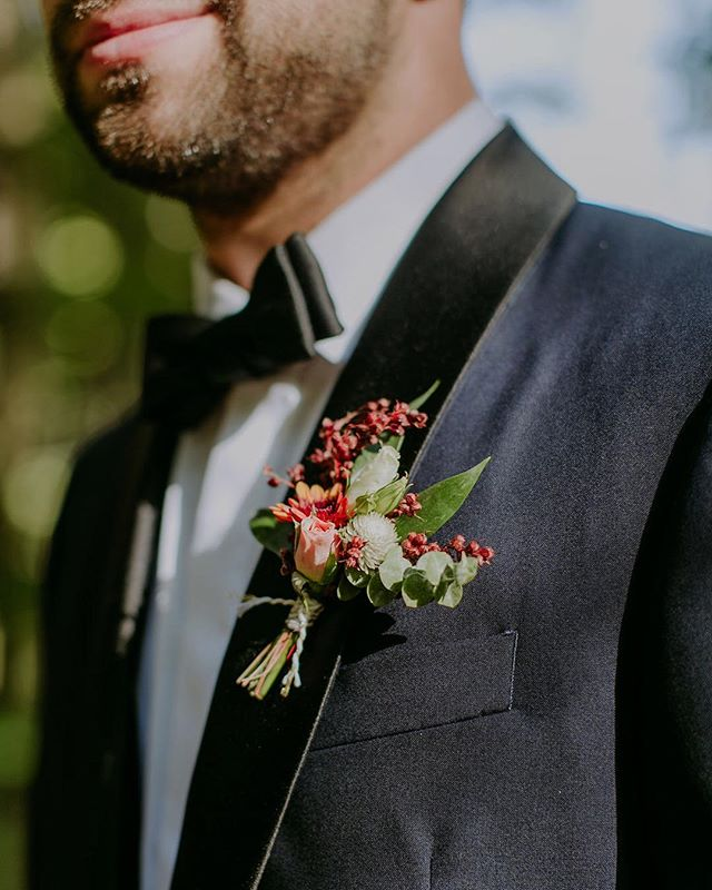 A little secret, I love boutonnières     They are tiny little handsome bouquets and when the groom and groomsmen wear them proudly, just lovely . . . . . . Venue     @foxfiremountainhouse  Photography     @ambergressphotography  Florals     @sweetthornflora . . . . . . #sweetthornflora #florist #floraldesigner #flashesofdelight #foxfiremountainhouse #fallwedding #boutonniere #rose #flowerstagram #flowerpower #flowermagic #blooooms #wedding #weddingflowers #inspiredbypetals #floralfix #moodforfloral #fineartflorals #floralperfection #groom #eucalyptuswedding #dsfloral #dscolor #dstexture