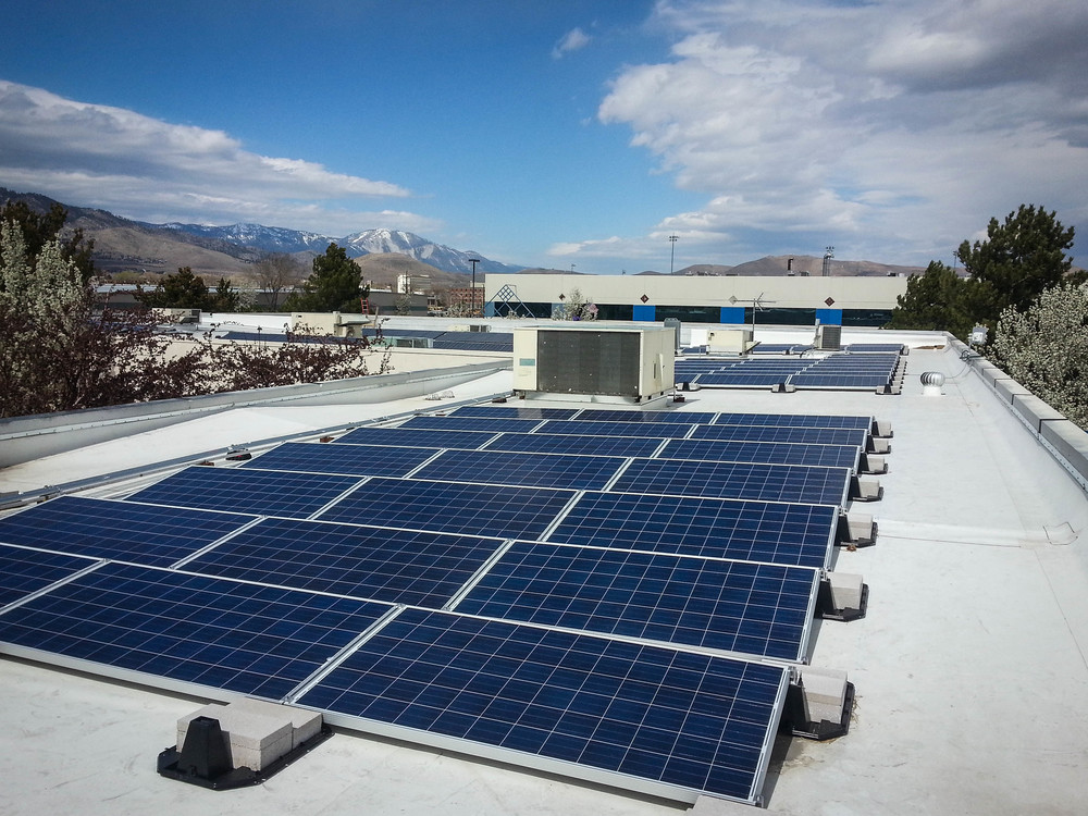 Roof Array at Silver State Charter Schools  by  BlackRockSolar  |  Creative Commons License