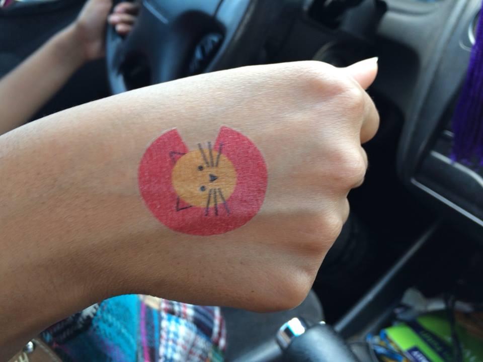 Colorado Cat tattoo on Sana's hand.