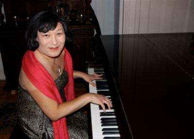 Pauline Park piano.jpg