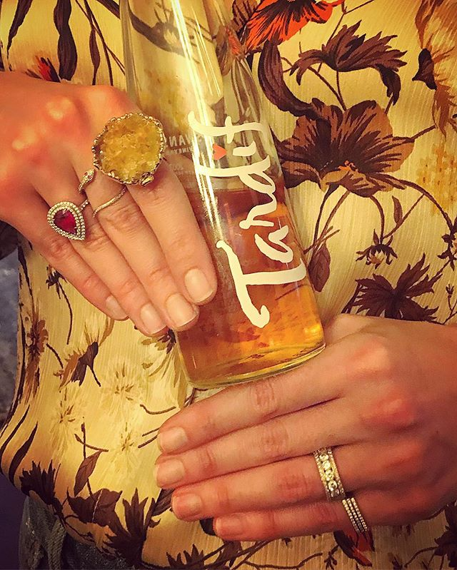 Happy Thanksgiving to our #newroxity family! #citrine #swansonvineyards #marisaperryatelier #tiffanyandco #diamonds #cleannails #zara