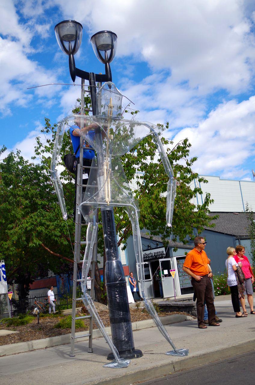 Robo-lamp post