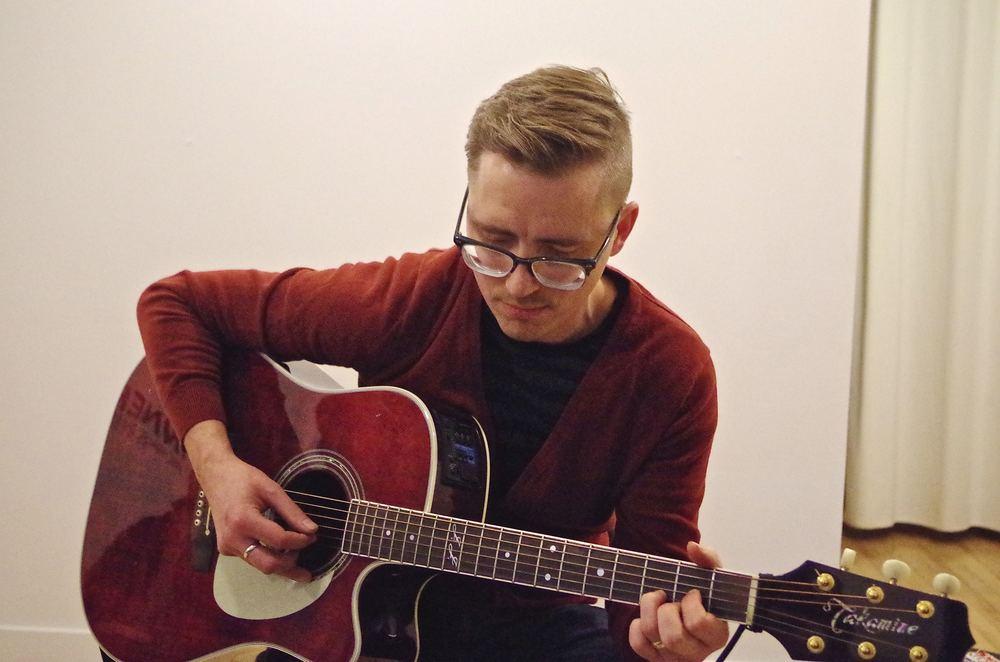 Dave Von Bieker sings