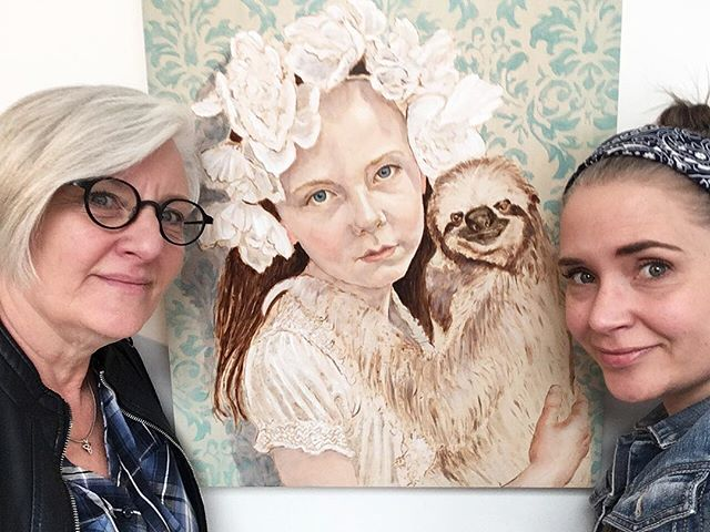 Did you know we are a volunteer-run gallery? The gift of people's time allows us to support local artists by opening our gallery to the public on Saturdays.  Grab a friend... or your daughter (like Dar did here!) and sign up for shift together. Or meet someone new through signing up on your own. It's a great way to meet new folks and spend time with people.  We are currently looking for gallery hosts for an upcoming show by @tamirespara.art which starts April 13. Click the link in our bio for information on volunteering.  Art from a recent exhibit  by @cynthiafuhrer . . . #abave #yegart #yeggallery #community #wbi118 #bleedingheart #yegvolunteer #yeg #volunteer
