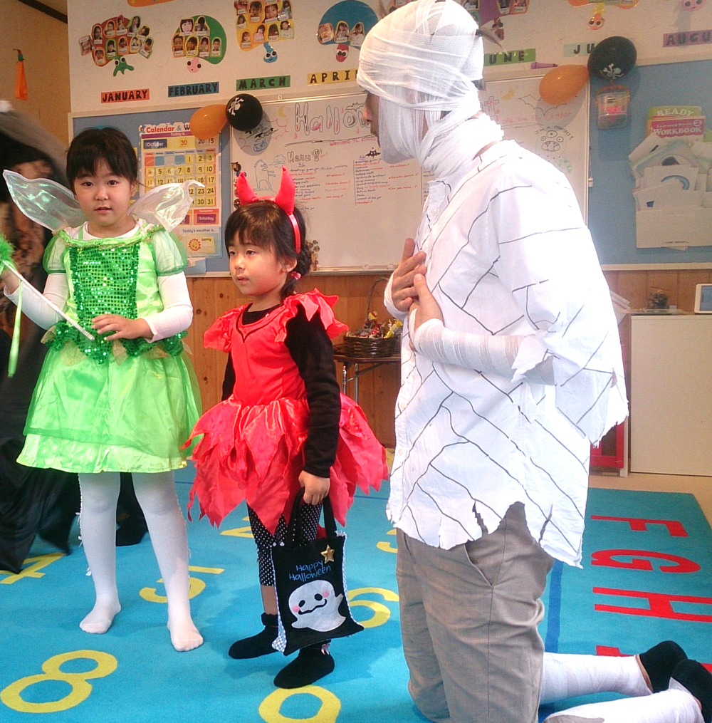 """What are you? """"I'm a devil!""""  """"I'm a fairy! """" とってもかわいく仮装してきてくれました♡"""