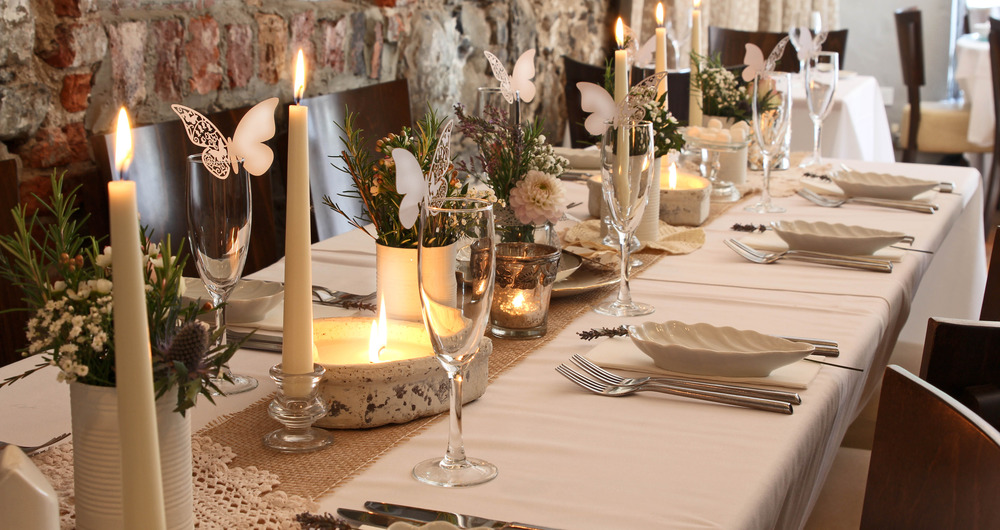 wedding setting long table