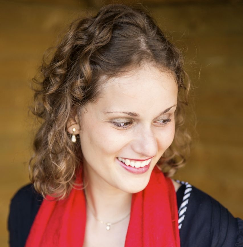 Lidwina Brusche - Deze enthousiasteling is Schitterend in levende lijve: zij straalt in het rond en strooit overal bemoedigende woorden in het rond. Echt iemand waar je energie van krijgt en graag bij in de buurt bent. Dankzij haar daadkracht en managementkwaliteiten zorgt ze ervoor dat de stichting output blijft leveren.