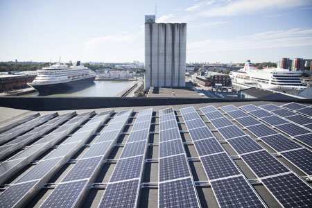 Projektering av Stockholms största solcellsanläggning.    På taket till Magasin 6 i Frihamnen finns sedan 30 juni 2013 Stockholms största solcellsanläggning. Systemet består av 1500 m2 solceller installerat med en teknik som kräver mycket låg vikt utan att penetrera takskiktet. Vi har stått för förstudie, projektering, upphandling och står för fortsatt uppföljning. Läs mer  här  .