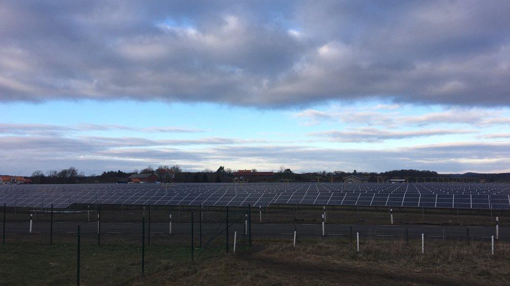 Nya Solevi, Göteborg Energi  Strax norr om Säve flygplats ligger Sveriges största solcellspark Nya Solevi med en installerad effekt om 5,5 MW.  Vi stod för förstudie, upphandling och var även biträdande projektledare under parkens byggnation. Nya Solevi invigdes i december 2018 tog mindre än ett år att realisera från idé till driftsatt park. Läs mer   här.