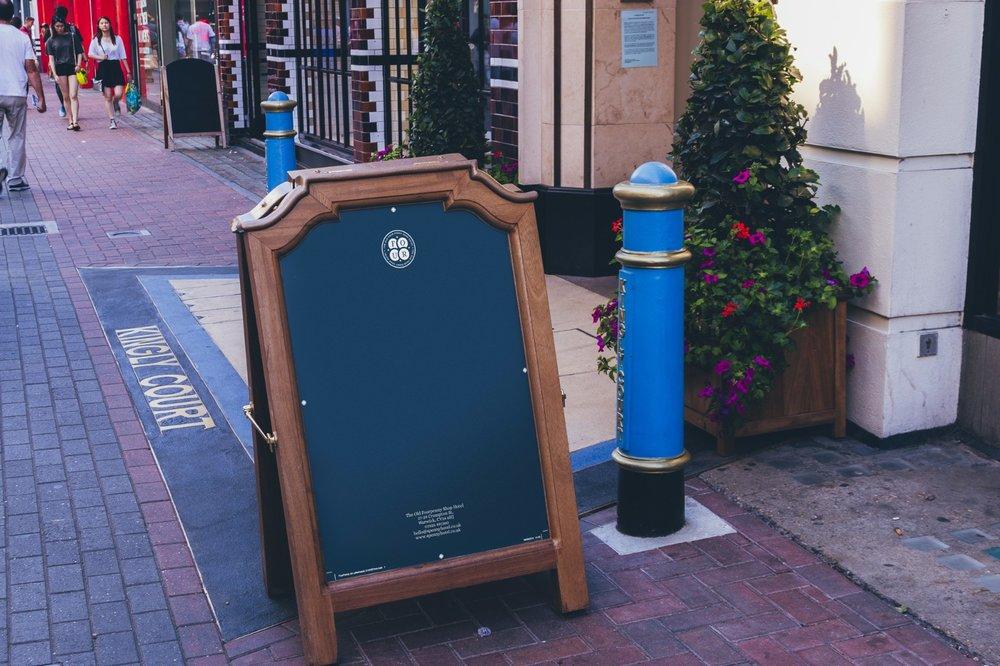 Sign-&-Facade-UK-edition-1.jpg