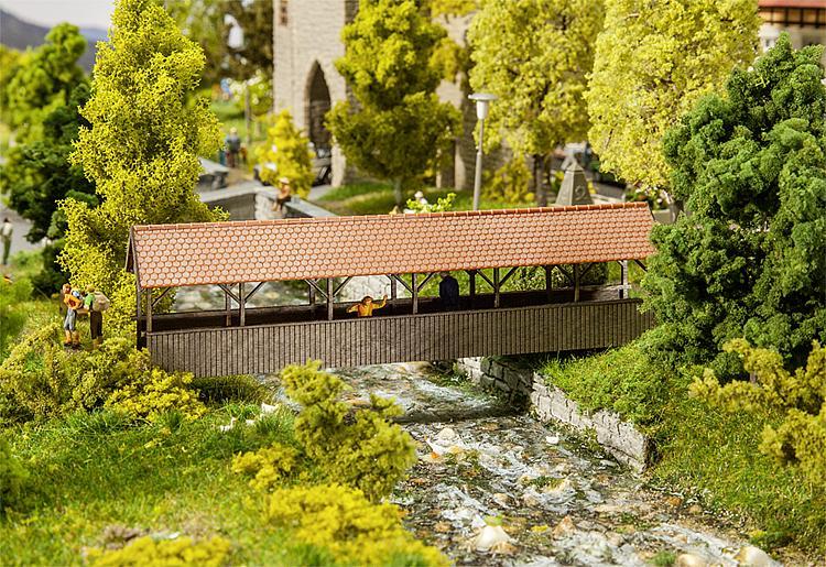 120209  Overdekte voetgangersbrug