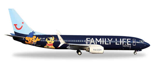 "529433    Boeing 737-800 ""Jetairfly, Family Life Hotels"""