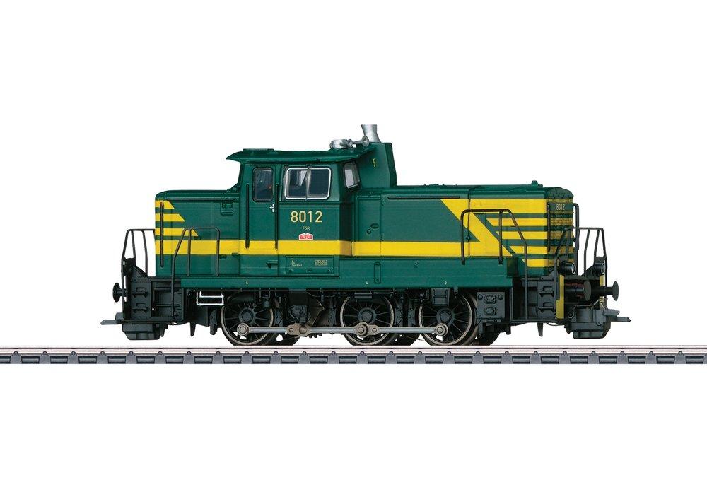 37696 : diesel rangeerlok reeks 80 met automatische telex koppelingen, periode IV.