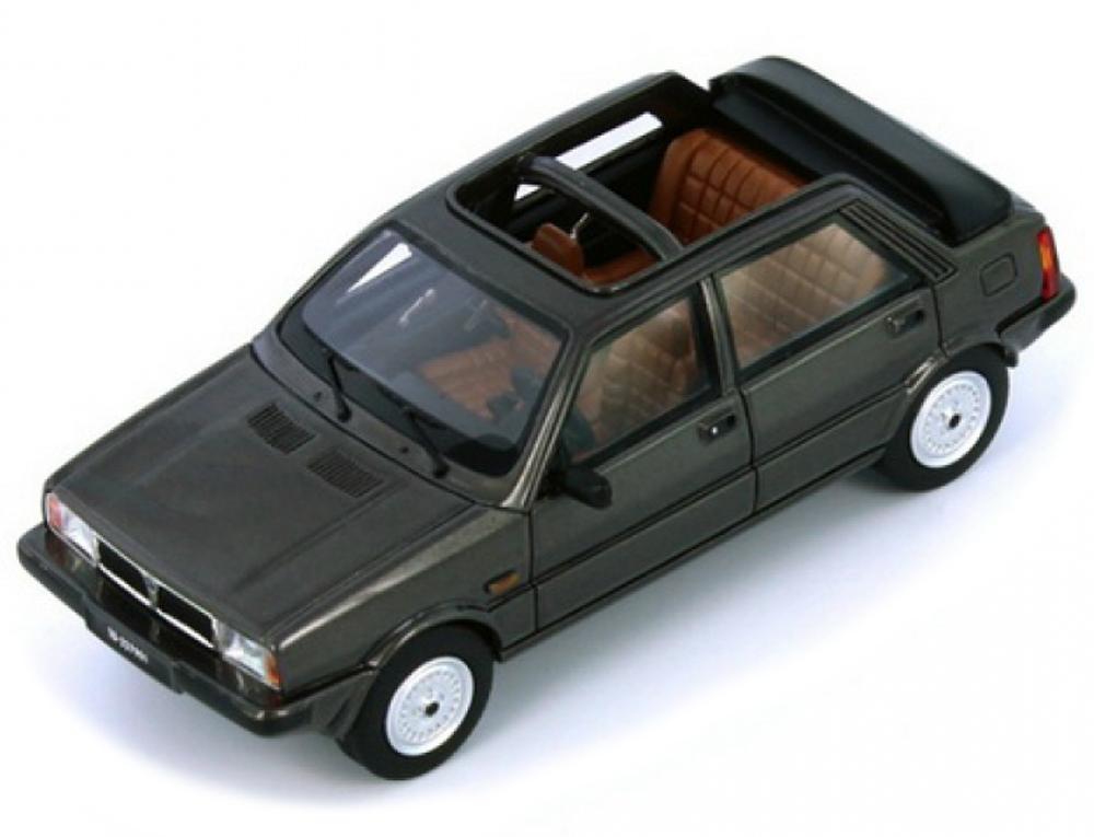 PR0023  Lancia Delta Selene Semi-convertbile 1983, donkergrijs, PremiumX