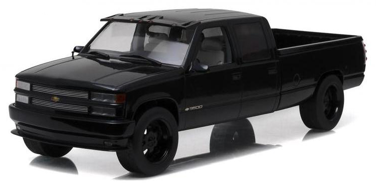 19016    1997 Custom Chevrolet Silverado 3500, zwart, Greenlight