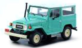 T9P-10011  Toyota Land Cruiser 1967 lichtgroen/wit dak, Triple9