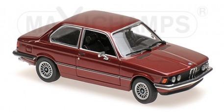 940025471  BMW 323i 1975, rood met., Minichamps/Maxichamps