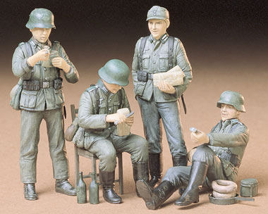35129    German Soldiers At Rest, Tamiya