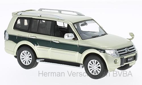 F43-076    Mitsubishi Pajero 4WD 2010, beige/diepgroen, First 1:43 Models