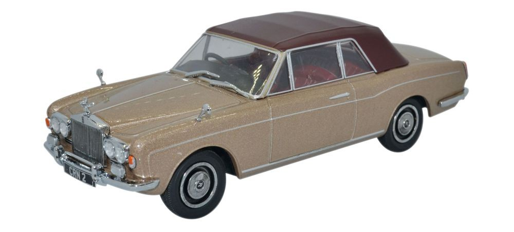 43RRC002    Rolls-Royce Corniche Covertible (closed), bruin, Oxford