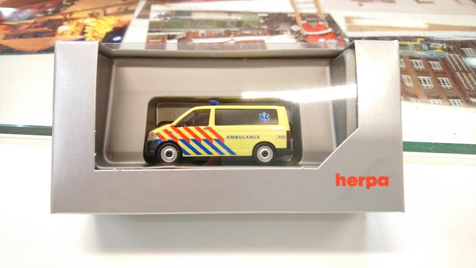 930956  VW T6 Nederlandse Ambulance (NL), Herpa