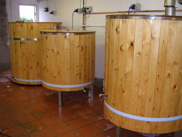 The 1,000 litre brewing kit we plan to buy with crowdfunding pledges