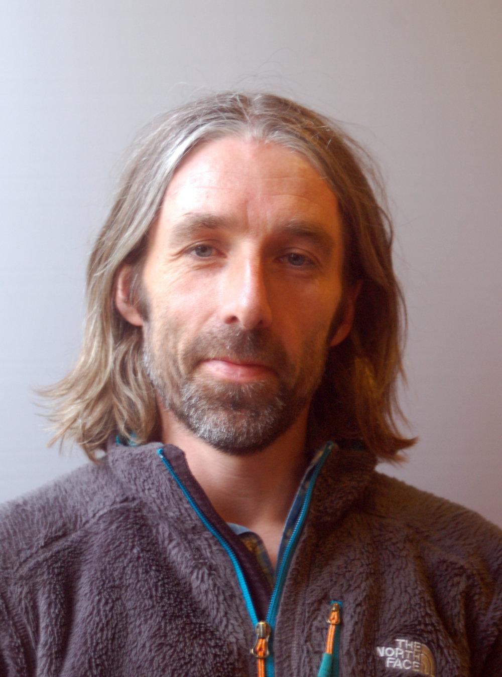 Kurt Are Lona Linjelærer Adrenalin og villmark.Utdannet lærer i idrettsfag og Montessoripedagogikk. Lidenskapelig laksefisker og pudderkjører.